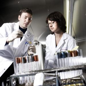 Bakterienkultivierung bei der BRAIN AG, Foto: BRAIN AG