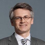 Dr. Arndt Schottelius