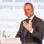 Henning Gebhardt von der Deutsche Asset Wealth Management während der Podiumsdiskussion am zweiten Konferenztag