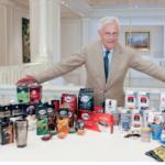 Massimo Zanetti, Präsident und Gründer der MZB Group, mit der umfangreichen Produktpalette des Hauses. Foto: MZB Group