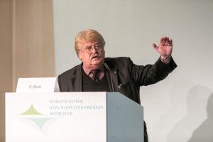 """Elmar Brok: """"TTIP kann Kosten für klinische Entwicklung reduzieren."""" Fotografie Klaus Wolf"""