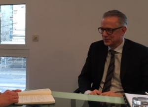 Ulrich Weitz, CEO, von IBU-tec während eines Pressegesprächs.