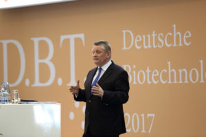 """Bundesgesundheitsminister Hermann Gröhe: """"An die Branche sind hohe Erwartungen geknüpft."""" Foto: BIO Deutschland"""