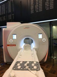 Zum Börsenstart stellte Siemens ein MRT-Gerät vor.