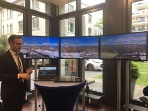 Auf der Bilanz-Pressekonferenz in Frankfurt veranschaulicht Frequentis seinen Control Tower.