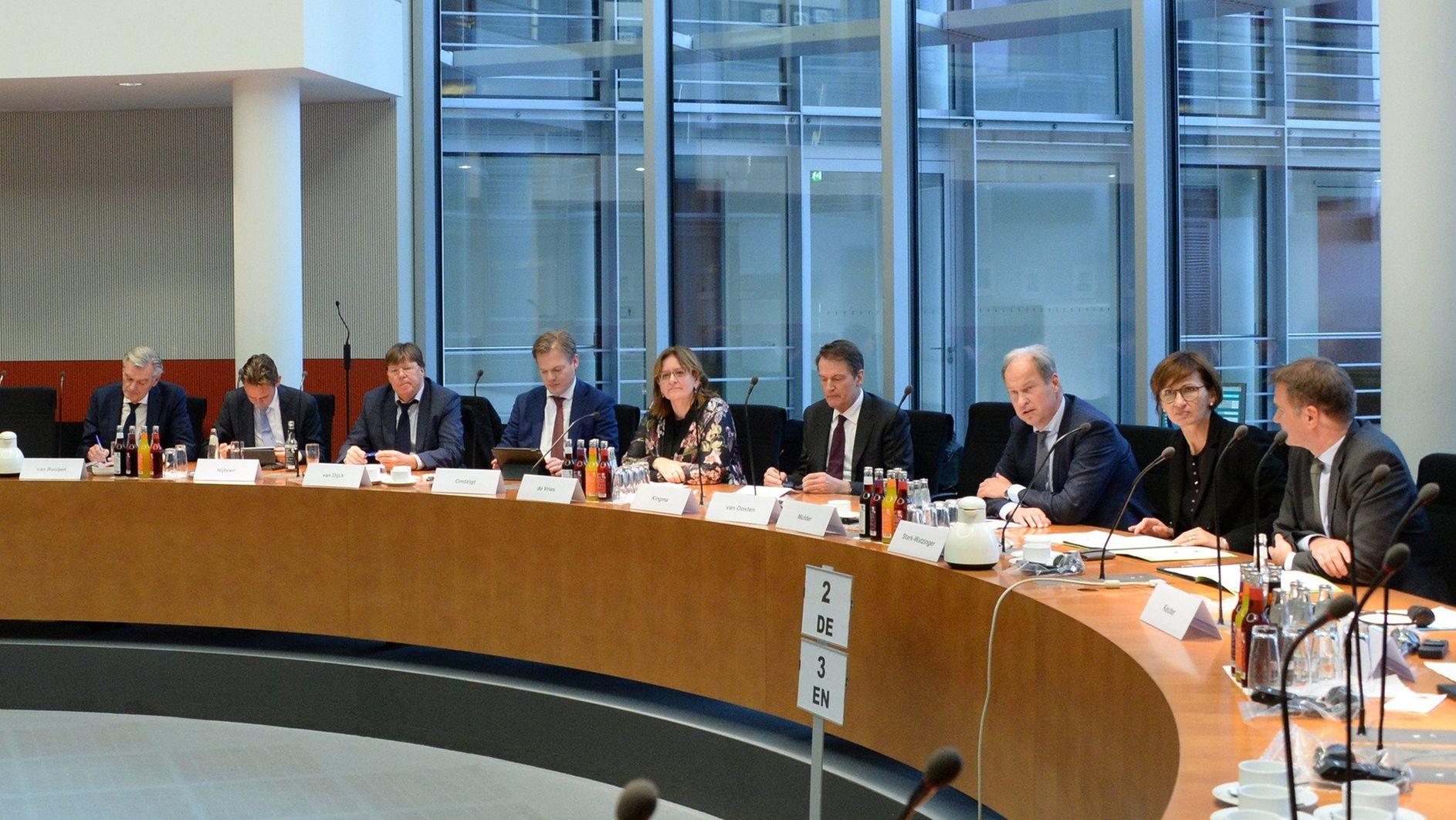 -Gift-f-r-die-Entwicklung-DAI-kritisiert-Finanzausschuss-scharf